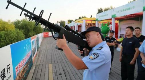 放鸟的注意:公安活动现场击落两架无人机