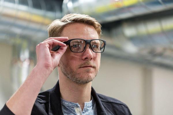 英特尔AR眼镜